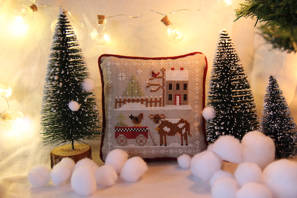 cross stitch Farmhouse Christmas koe, kip, rode kar en stal